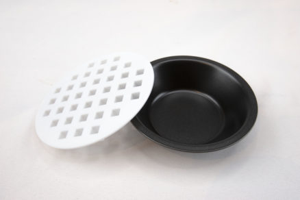 4 mini pie pans with 2 top cutters